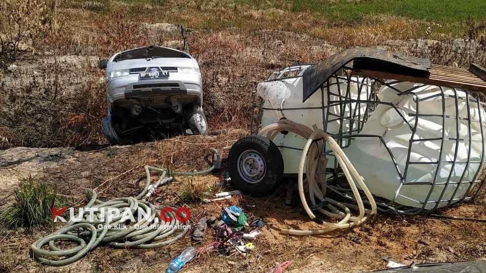 Foto #polreslingga, Berita Lingga, Kutipan Karimun, Mobil bawa air, Mobil remuk, Polres lingga