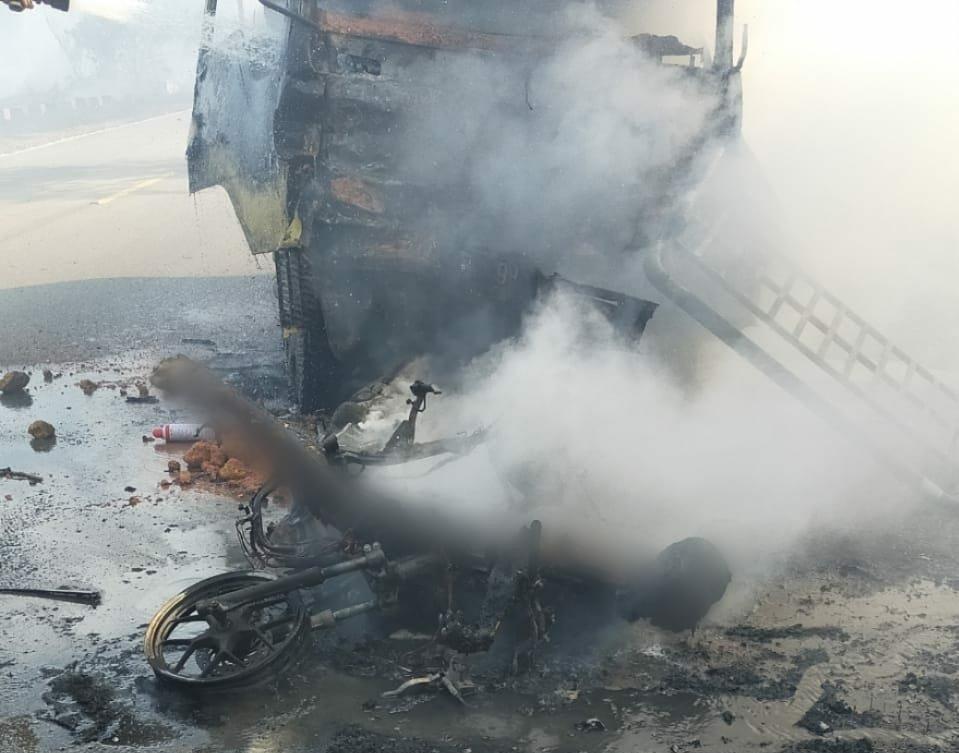 Foto Karimun, Kecelakaan maut di Meral, Pengendara hangus terbakar di meral