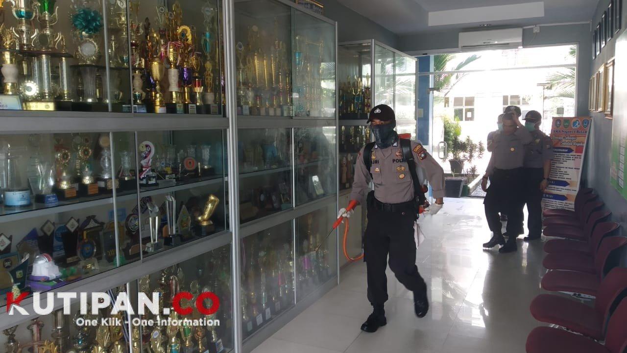 Foto di SMAN 1 Sekupang, Kutipan batam, Polsek Sekupang, Semprot Desinfektan, Update Covid-19