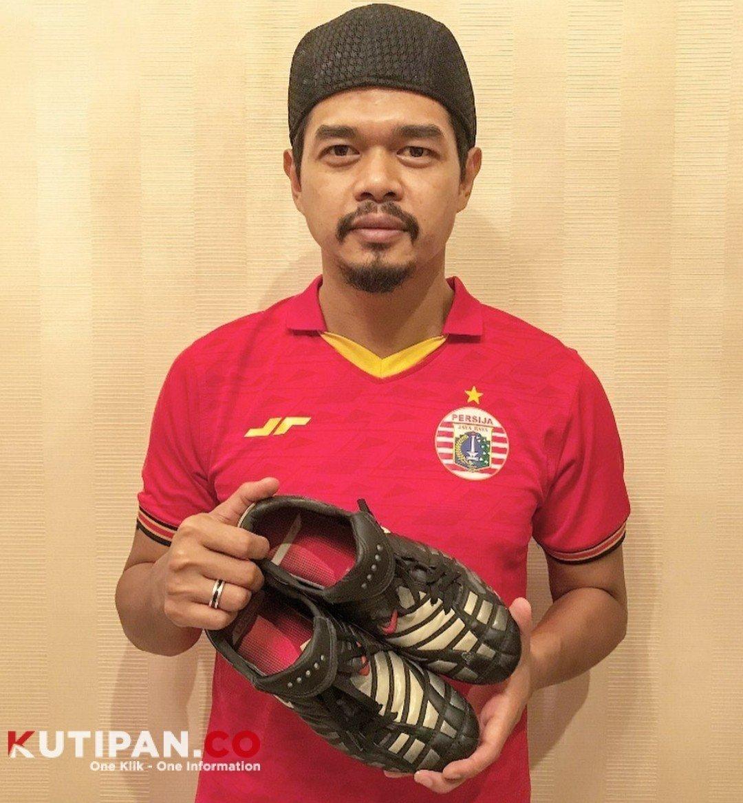 Foto Bambang Pamungkas, Barang lelang lawan Covid-19, Dirumah aja, Persija Jakarta