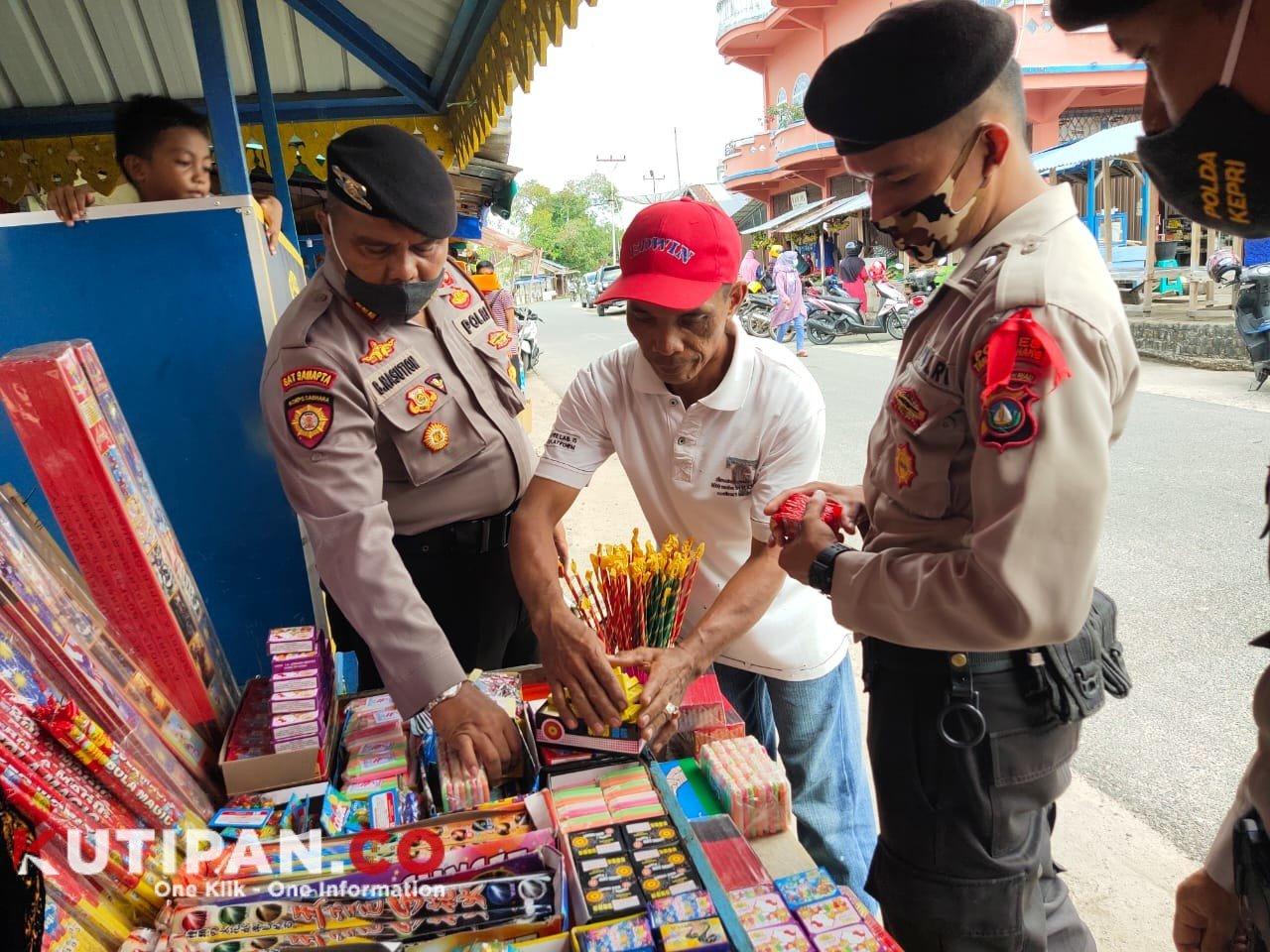 Foto patroli petasan, penjual petasan di pasar dabo singkep, Polres lingga