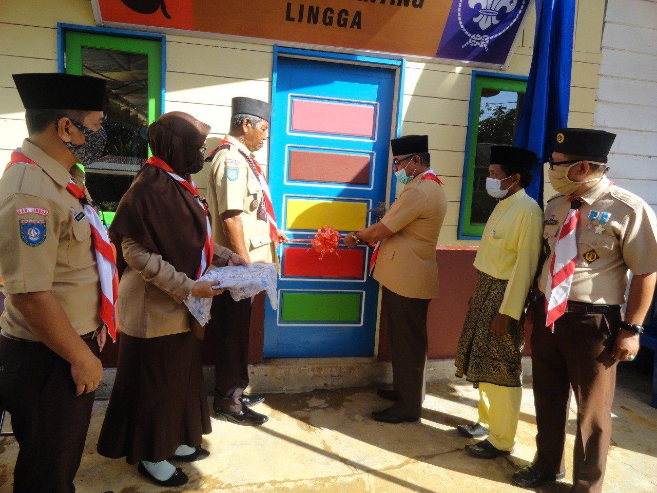 Foto Camat lingga, Camat Resmikan Sekretariat Kwarran Lingga, HUT Pramuka ke 59