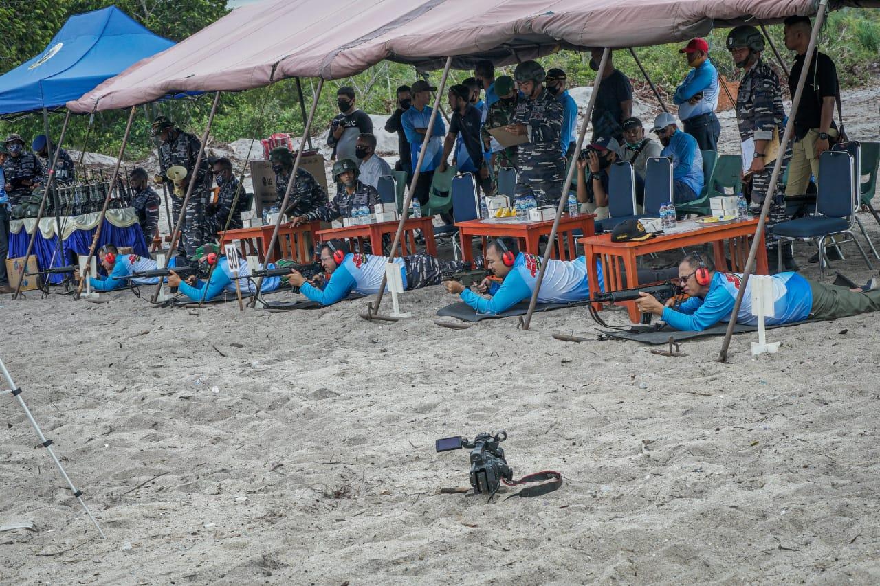 Lanal Dabo Singkep Gelar Kegiatan Menembak Eksekutif Fun Shooting di Pantai Todak, Desa Kebun Nyiur, Kabupaten Lingga | Foto : Istimewa