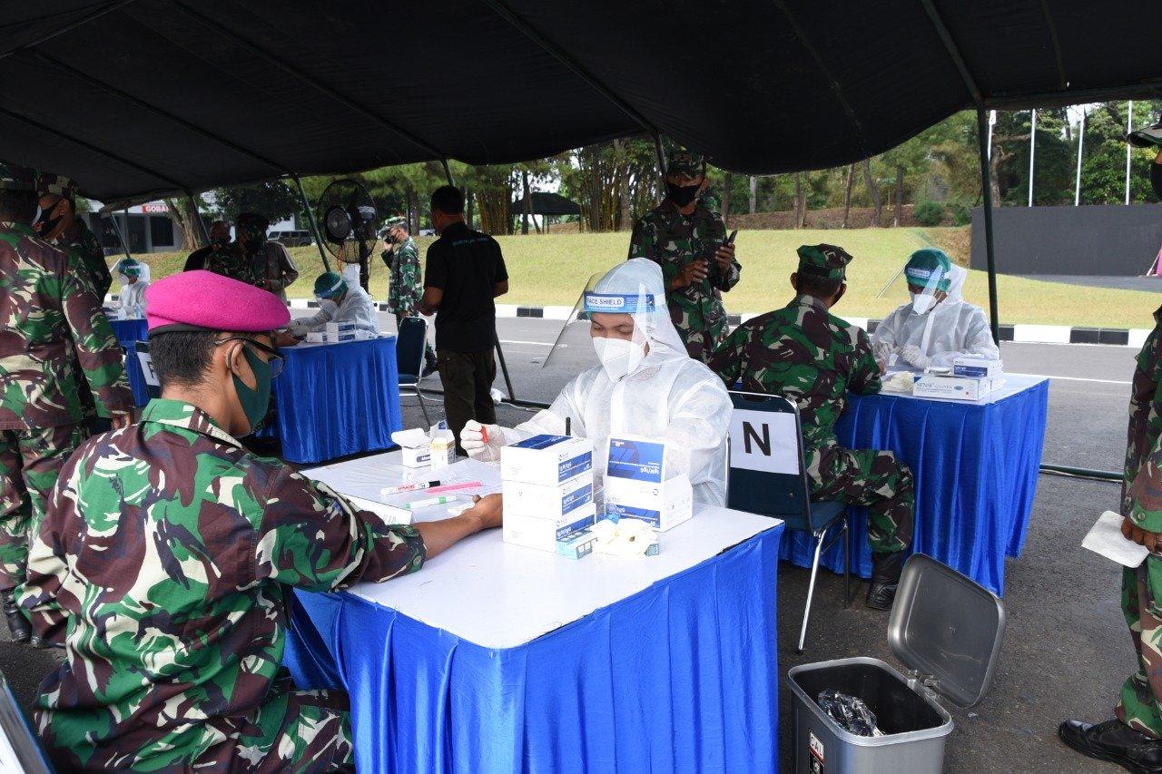 Pasmar 1 : Kegiatan rapid test massal untuk jajaran Pasmar 1 ini dikoordinir langsung oleh Kolonel Marinir A.R.H. Anggorojati, S.E., selaku Aspers Danpasmar 1