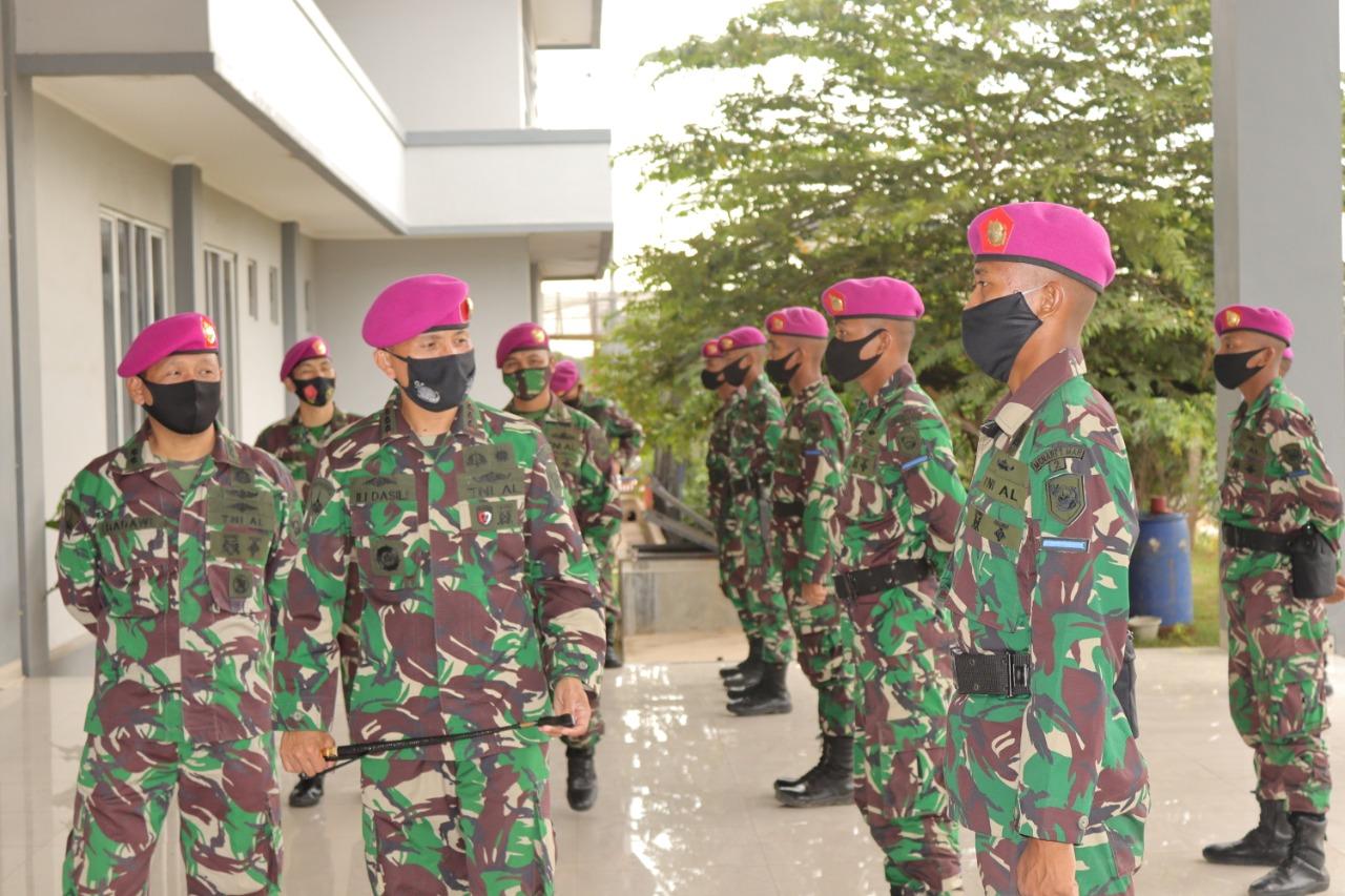 Danmenart 1 Serahkan 19 Prajurit Muda ke Satlak Menart 1 Marinir
