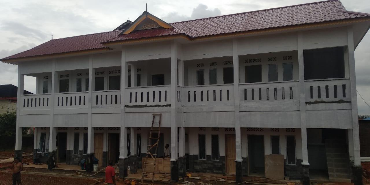 Foto Pembangunan asrama mahasiswa Lingga