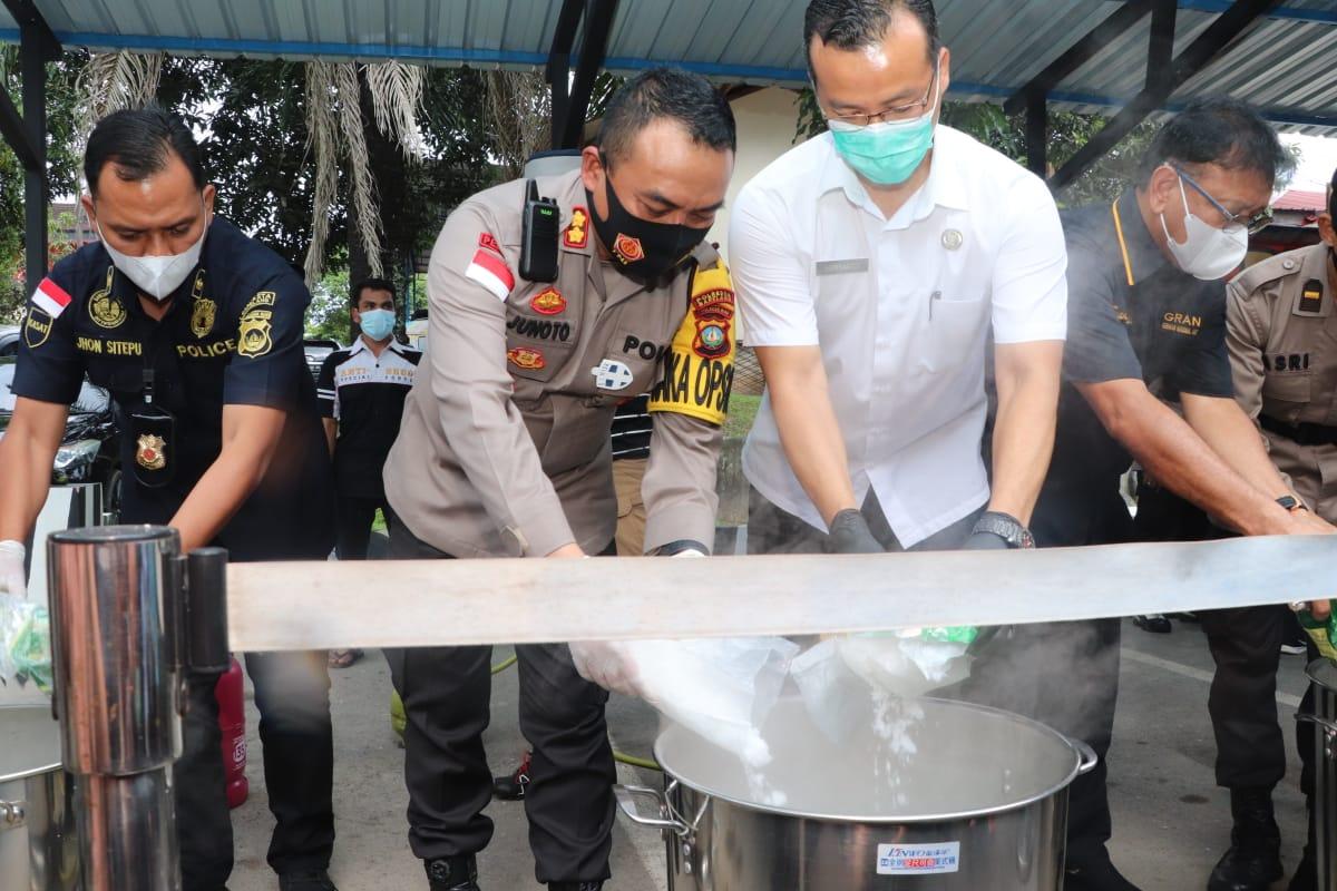 Satresnarkoba Polresta Barelang Musnahkan 17 Kilo Sabu