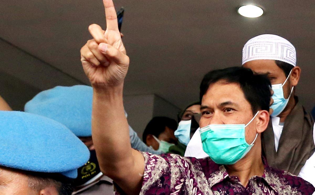 Foto FPI, front tv, Munarman, YouTube