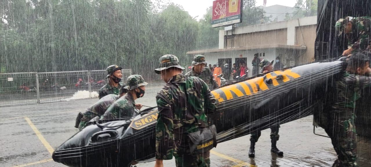 Satgas Banjir Korps Marinir TNI AL