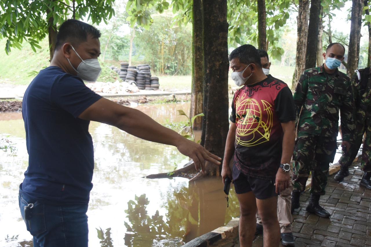 Danpasmar 1 Tinjau Lokasi Banjir