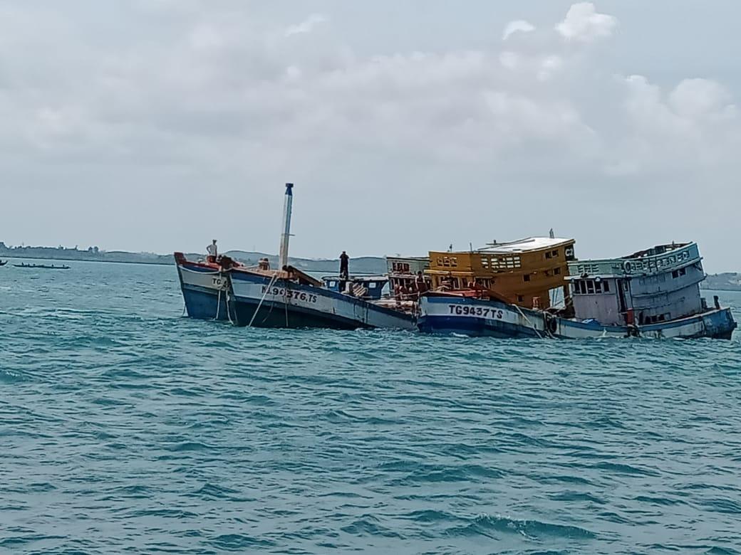 Kejari Batam Tenggelamkan 6 Kapal Ikan Asing