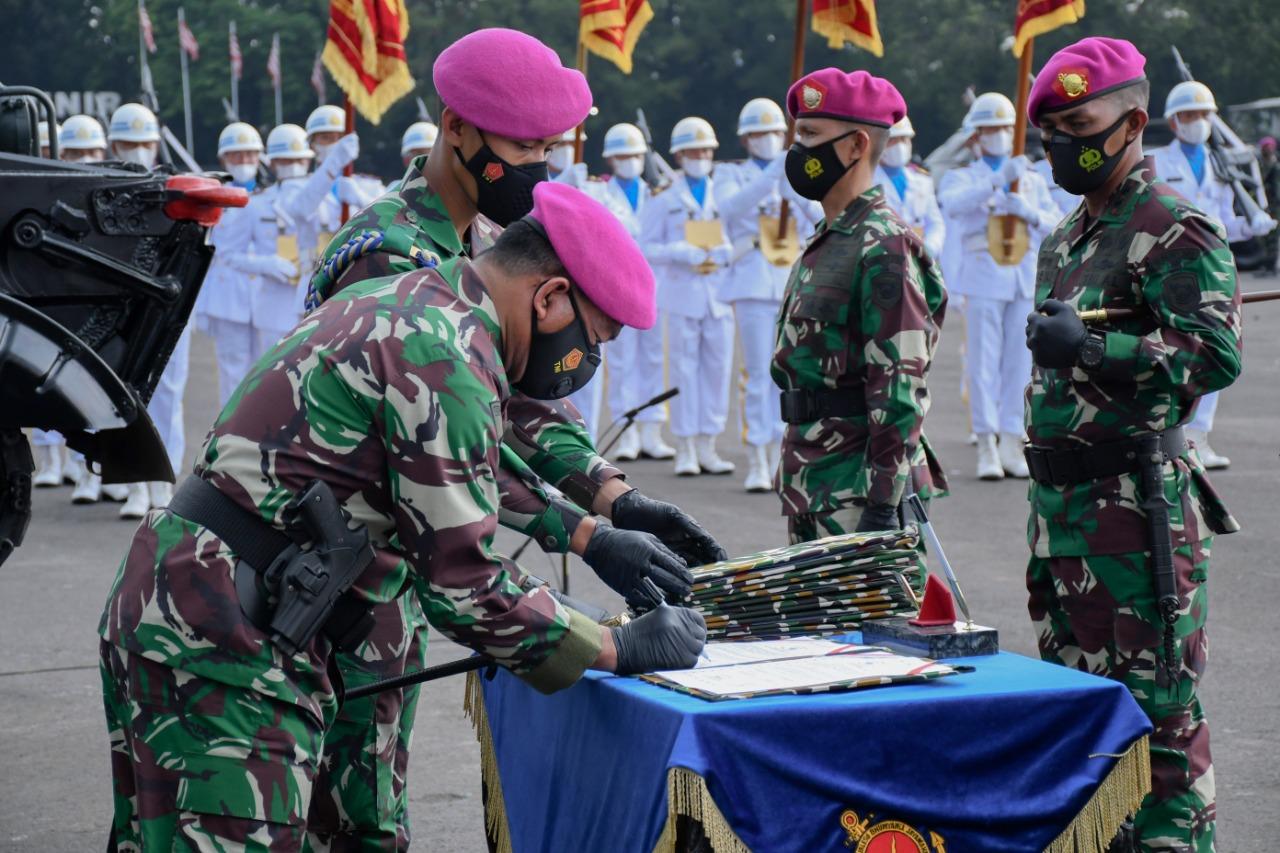 Sertijab Empat Jabatan Komandan Kolak Pasmar 1