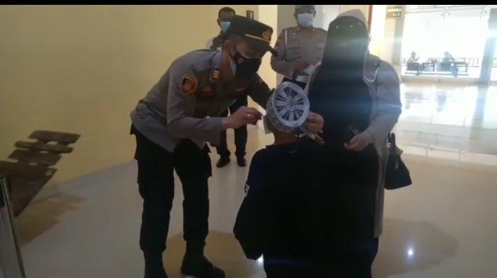 Foto AKP Budi Hartono, Batam Bermasker, Kampanye masker, Kutipan batam, polsek kkp batam