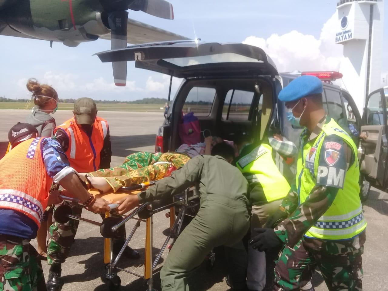 TNI AU Evakuasi Warga Natuna