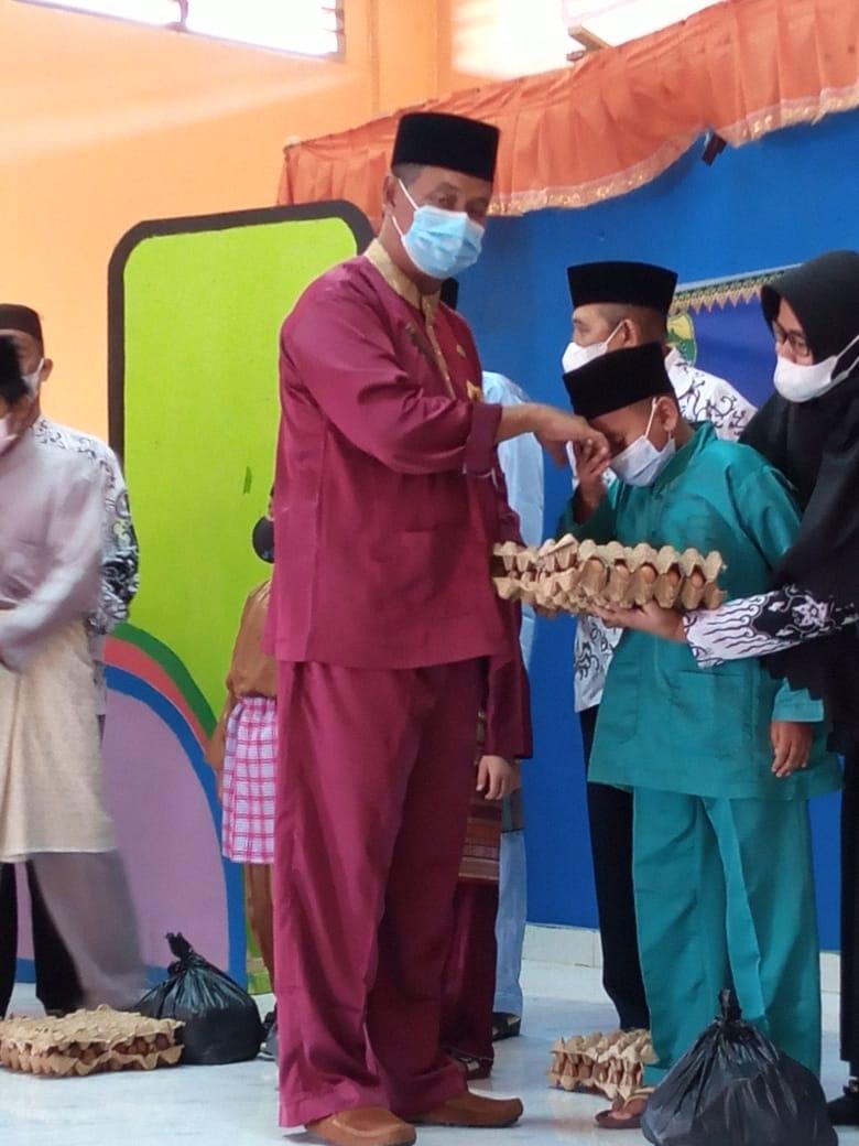 Foto PGRI Lingga Salurkan Ratusan Paket Sambako